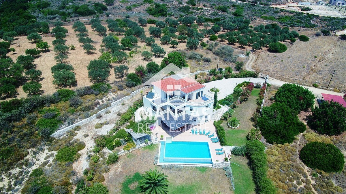 Magnificent five bedroom hillside villa with infinity pool and unobstructed sea views in Skala - <i class=